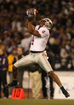 SEATTLE - NOVEMBER 24:  Wide receiver Brandon Gibson #4 of the Washington State Cougars makes the winning touchdown catch against the Washington Huskies at Husky Stadium on November 24, 2007 in Seattle, Washington. (Photo by Otto Greule Jr/Getty Images)