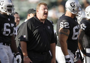 OAKLAND, CA - AUGUST 11:  Offensive line coach Tom Cable of the Oakland Raiders against the Arizona Cardinals on August 11, 2007 at McAfee Coliseum in Oakland, California.  (Photo by Greg Trott/Getty Images)
