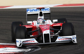 SAKHIR, BAHRAIN - APRIL 26:  Jarno Trulli of Italy and Toyota drives on his way to finishing third during the Bahrain Formula One Grand Prix at the Bahrain International Circuit on April 26, 2009 in Sakhir, Bahrain.  (Photo by Clive Mason/Getty Images)