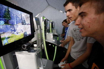 LEIPZIG, GERMANY - AUGUST 24:  Fair goers  test the Halo 3 at the computer games fair Games Convention 24 August, 2007 in Leipzig, Germany. Organisers of Europe's largest show for interactive entertainment expect 200,000 visitors during the event taking p