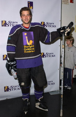 LOS ANGELES, CA - JANUARY 17:  Actor Joshua Jackson arrives at the 2nd Annual 'Stars With Sticks' Celebrity Hockey Game at the Health South Training Center on January 17, 2004 in El Segundo, California. The annual event benefits the Starlight Children's F