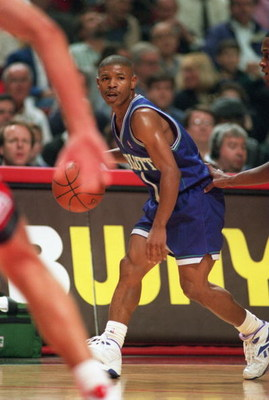 4 NOV 1994:  CHARLOTTE GUARD TYRONE MUGSEY BOGUES DRIBBLES THE BALL WHILE BEING GUARDED BY CHICAGO GUARD B.J. ARMSTRONG DURING THE HORNETS 89-83 LOSS TO THE BULLS AT THE UNITED CENTER IN CHICAGO, ILLINOIS. Mandatory Credit: Jonathan Daniel/ALLSPORT