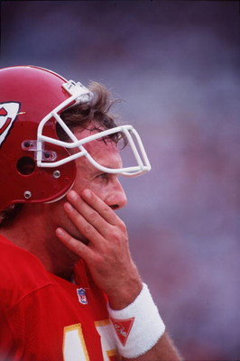31 Oct 1993: KANSAS CITY CHIEFS QUARTERBACK JOE MONTANA ON THE SIDELINES DURING THE CHIEFS 30-10 LOSS TO THE MIAMI DOLPHINS AT JOE ROBBIE STADIUM IN MIAMI, FLORIDA.