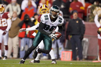 LANDOVER, MD - DECEMBER 21:  Reggie Brown #86 of the Philadelphia Eagles carries the ball during the game against the Washington Redskins on December 21, 2008 at FedEx Field in Landover, Maryland.  (Photo by Kevin C. Cox/Getty Images)