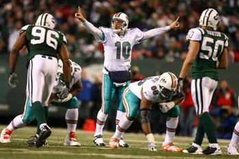 EAST RUTHERFORD, NJ - DECEMBER 28: Chad Pennington #10 of The Miami Dolphinscalls a play against the New York Jets during their game on December 28, 2008 at Giants Stadium in East Rutherford, New Jersey. (Photo by Al Bello/Getty Images)