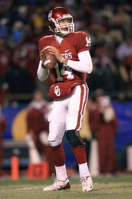 KANSAS CITY, MO - DECEMBER 06:  Quarterback Sam Bradford #14 of the Oklahoma Sooners looks to pass the ball during the Big 12 Championship game against the Missouri Tigers on December 6, 2008 at Arrowhead Stadium in Kansas City, Missouri. (Photo by Jamie 