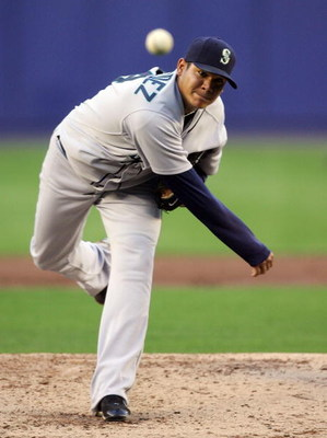 NEW YORK - JUNE 23:  Felix Hernandez #34 of the Seattle Mariners deals a pitch against the New York Mets on June 23, 2008 at Shea Stadium in the Flushing neighborhood of the Queens borough of New York City.  (Photo by Jim McIsaac/Getty Images)