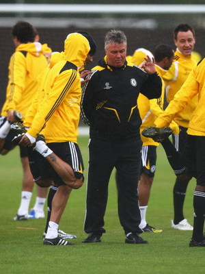 COBHAM, UNITED KINGDOM - APRIL 27:  Guus Hiddink, manager of Chelsea, speaks to his players during the Chelsea Training session at the Chelsea Training Ground on April 27, 2009 in Cobham, England.  (Photo by Ryan Pierse/Getty Images)