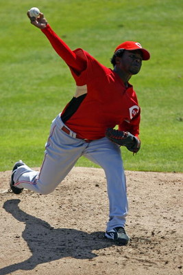 DUNEDIN, FL - MARCH 2:   Pitcher Johnny Cueto #77 of the Cincinnati Reds delivers a pitch against the Toronto Blue Jays during a Spring Training game at Knology Park on March 2, 2008 in Dunedin, Florida. (Photo by Eliot J. Schechter/Getty Images)