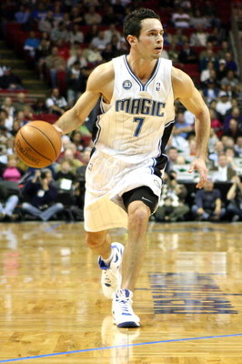 ORLANDO, FL - NOVEMBER 18:  J.J. Redick #7 of the Orlando Magic sets up the offense during the game against the Toronto Raptors on November 18, 2008 at Amway Arena in Orlando, Florida.  NOTE TO USER: User expressly acknowledges and agrees that, by downloa