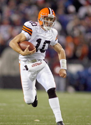 ORCHARD PARK - NOVEMBER 17:  Quarterback Brady Quinn #10 of the Cleveland Browns carries the ball during the game against the Buffalo Bills at Ralph Wilson Stadium on November 17, 2008 in Orchard Park, New York. (Photo by: Rick Stewart/Getty Images)