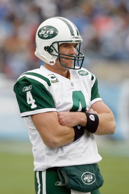 NASHVILLE, TN - NOVEMBER 23:  Quarterback Brett Favre #4 of the New York Jets watches from the sidelines during the game against the Tennessee Titans at LP Field on November 23, 2008 in Nashville, Tennessee. (Photo by Kevin C. Cox/Getty Images)