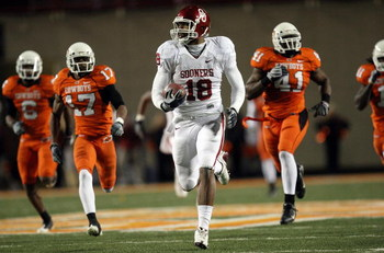 STILLWATER, OK - NOVEMBER 29:  Wide receiver Jermaine Gresham #18 of the Oklahoma Sooners makes a 73-yard touchdown pass reception against the Oklahoma State Cowboys at Boone Pickens Stadium on November 29, 2008 in Stillwater, Oklahoma.  (Photo by Ronald