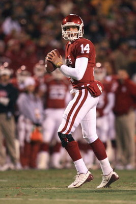 KANSAS CITY, MO - DECEMBER 06:  Quarterback Sam Bradford #14 of the Oklahoma Sooners looks to pass the ball during the game against the Missouri Tigers on December 6, 2008 at Arrowhead Stadium in Kansas City, Missouri. (Photo by Jamie Squire/Getty Images)