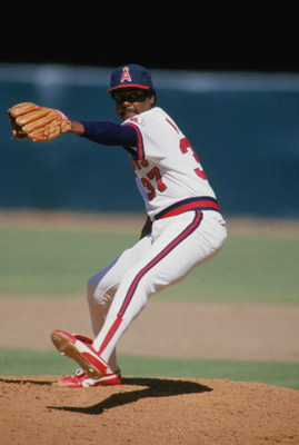ANAHEIM, CA 1988:  Pitcher Donnie Moore #37 of the California Angels delivers the pitch in a game at Anaheim Stadium during the 1988 season in Anaheim, California.   (Photo by Rick Stewart/Getty Images)