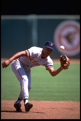 1991:  DETROIT TIGERS INFIELDER LOU WHITAKER CATCHES A THROW DURING THE TIGERS VERSUS CALIFORNIA ANGELS GAME AT ANAHEIM STADIUM IN ANAHEIM, CALIFORNIA.  MANDATORY CREDIT:  KEN LEVINE/ALLSPORT