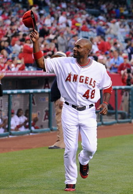 ANAHEIM, CA - APRIL 07:  Torii Hunter #48 of the Los Angeles Angels of Anaheim acknowledges the crowd before the game against the Oakland Athletics on April 7, 2009 in Anaheim, California.  (Photo by Lisa Blumenfeld/Getty Images)