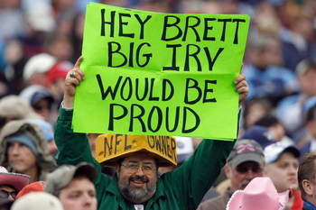 RALEIGH, NC - NOVEMBER 23:  A fan of the New York Jets holds up a Brett Favre sign during the game against the Tennessee Titans at LP Field on November 23, 2008 in Nashville, Tennessee. (Photo by Kevin C. Cox/Getty Images)