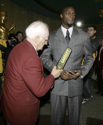 LEBANON - JANUARY 14: New York Giants wide receiver Plaxico Burress is checked by security personnel as he arrives at the Lebanon County Courthouse January 14, 2009 in Lebanon, Pa.  Burress is scheduled to appear in a civil trial in a dispute with an auto
