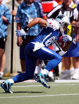 HONOLULU, HI - FEBRUARY 08: Wide receiver Steve Smith #89 of the NFC All-Stars Carolina Panthers gains yardage after catching a pass against the AFC All-Stars in the 2009 NFL Pro Bowl at Aloha Stadium on February 8, 2009 in Honolulu, Hawaii. The NFC defea