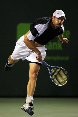 KEY BISCAYNE, FL - APRIL 01:  Andy Roddick serves against Roger Federer of Switzerland during day ten of the Sony Ericsson Open at the Crandon Park Tennis Center on April 1, 2009 in Key Biscayne, Florida.  (Photo by Matthew Stockman/Getty Images)