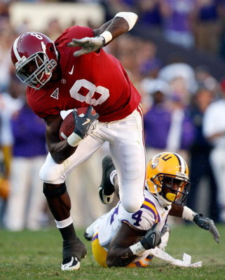 BATON ROUGE, LA - NOVEMBER 08: Julio Jones #8 of the Alabama Crimson Tide avoids a tackle by Jai Eugene #4  of the Louisiana State University Tigers on November 11, 2008 at Tiger Stadium in Baton Rouge, Louisiana.  (Photo by Chris Graythen/Getty Images)