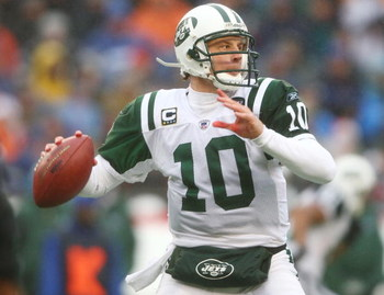 FOXBORO, MA - DECEMBER 16:  Chad Pennington #10  of the New York Jets passes the ball in the first half against the New England Patriots on December 16, 2007 at Gillette Stadium in Foxboro, Massachusetts.  (Photo by Elsa/Getty Images)