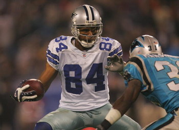 CHARLOTTE, NC - DECEMBER 22:  Patrick Crayton #84 of the Dallas Cowboys makes a move on the defender during the game against the Carolina Panthers at Bank of America Stadium on December 22, 2007 in Charlotte, North Carolina. (Photo by Streeter Lecka/Getty