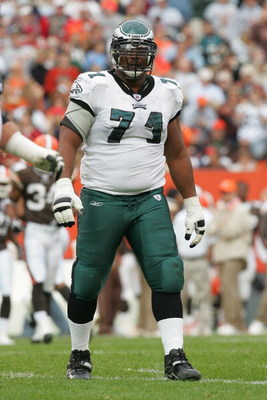 CLEVELAND - OCTOBER 24:  Offensive guard Jermane Mayberry #71 of the Philadelphia Eagles stands on the field during the game with the Cleveland Browns on October 24, 2004 at Cleveland Browns Stadium in Cleveland, Ohio. The Eagles defeated the Browns 34-31