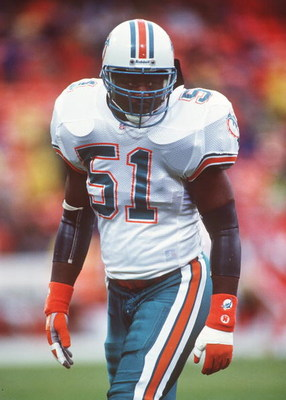 6 DEC 1992:  LINEBACKER BRYAN COX OF THE MIAMI DOLPHINS ON THE FIELD DURING A 27-3 LOSS TO THE SAN FRANCISCO 49ERS AT CANDLESTICK PARK. Mandatory Credit: Otto Greule/ALLSPORT