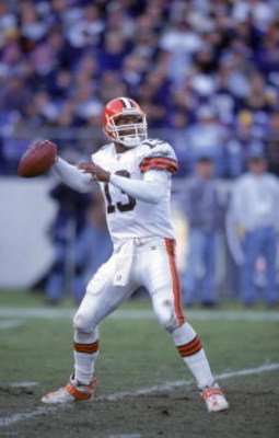26 Nov 2000:  Spergon Wynn #13 of the Cleveland Browns sets to pass the ball during the game against the Baltimore Ravens at the PSINET Stadium in Baltimore, Maryland. The Ravens defeated the Browns 37-7.Mandatory Credit: Doug Pensinger  /Allsport