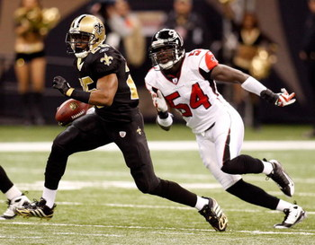 NEW ORLEANS - DECEMBER 07:  Reggie Bush #25 of the New Orleans Saints avoids a tackle by Stephen Nicholas #45 of the Atlanta Falcons on December 7, 2008 at the Superdome in New Orleans, Louisiana.  (Photo by Chris Graythen/Getty Images)