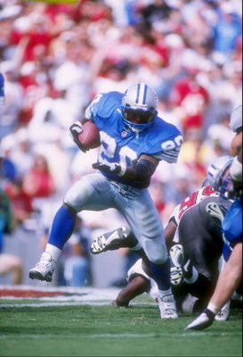 12 Oct 1997:  Running back Barry Sanders of the Detroit Lions runs with the ball during a game against the Tampa Bay Buccaneers at Houlihan''s Stadium in Tampa, Florida.  The Lions won the game 27-3. Mandatory Credit: Scott Halleran  /Allsport