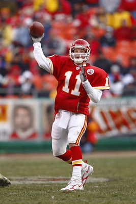 KANSAS CITY - DECEMBER 2:  Damon Huard #11 of the Kansas City Cheifs fades back to pass during the NFL game against the San Diego Chargers at Arrowhead Stadium on December 2, 2007 in Kansas City, Missouri. (Photo by Jamie Squire/Getty Images)