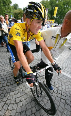 CORBEIL-ESSONNES, FRANCE - JULY 24:  Lance Armstrong of the USA, riding for the Discovery Channel team, before Stage 21 of the Tour de France between Corbeille-Essones and The Champs Elysees on July 24, 2005 in Paris, France. (Photo by Robert Laberge/Gett
