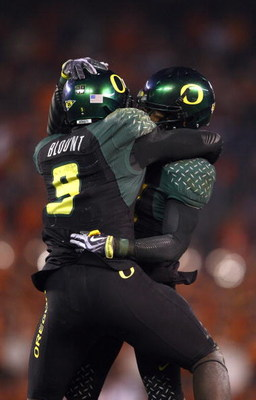SAN DIEGO, CA - DECEMBER 30:   Runningback LeGarrette Blount #9 of the University of Oregon Ducks celebrates his touchdown with a teammate during his team's 42-31 win over the Oklahoma State University Cowboys in the Pacific Life Holiday Bowl at Qualcomm