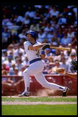 1989:  Third baseman Paul Molitor of the Milwaukee Brewers swings the bat. Mandatory Credit: Jonathan Daniel  /Allsport