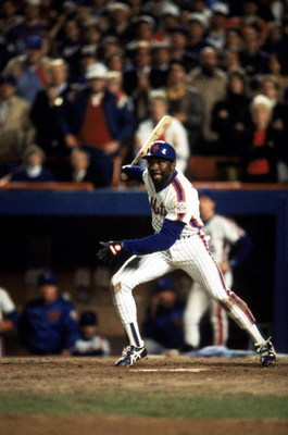 FLUSHING, NY - OCTOBER 27:  Outfielder Mookie Wilson #1 of the New York Mets swings during game 7 of the 1986 World Series against the Boston Red Sox at Shea Stadium on October 27, 1986 in Flushing, New York. The Mets won the series 4-3.  (Photo by T.G. H