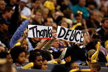 NEW ORLEANS - DECEMBER 28:  Fans hold up signs for Deuce McAllister #26 of the New Orleans Saints during the game against the Carolina Panthers on December 28, 2008 at the Superdome in New Orleans, Louisiana.  (Photo by Chris Graythen/Getty Images)