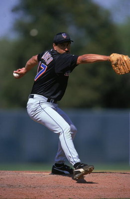 9 Mar 2000:  Jesse Orosco #47 of the New York Mets winds back to pitch the ball during the Spring Training Game against the Houston Astros at Olceola County Stadium in Kissimmee, Florida. Mandatory Credit: Andy Lyons  /Allsport