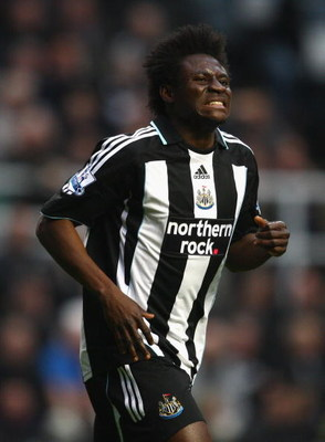 NEWCASTLE, UNITED KINGDOM - MARCH 21:  Obafemi Martins of Newcastle United grimaces after missing a penalty kick during the Barclays Premier League match between Newcastle United and Arsenal at St James' Park on March 21, 2009 in Newcastle, England.  (Pho