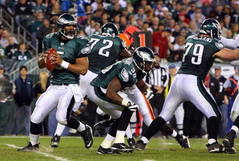 PHILADELPHIA - DECEMBER 15:  Quarterback Donovan McNabb #5 of the Philadelphia Eagles passes against the Cleveland Browns on December 15, 2008 at Lincoln Financial Field in Philadelphia, Pennsylvania.  (Photo by Jim McIsaac/Getty Images)