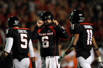 LUBBOCK, TX - NOVEMBER 08:  Quarterback Graham Harrell #6 of the Texas Tech Red Raiders during play against the Oklahoma State Cowboys at Jones AT&T Stadium on November 8, 2008 in Lubbock, Texas.  (Photo by Ronald Martinez/Getty Images)