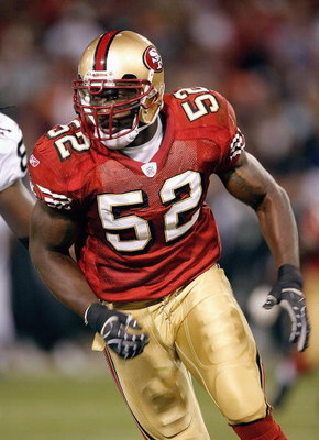 SAN FRANCISCO - AUGUST 18:  Linebacker Patrick Willis #52 of the San Francisco 49ers during a preseason game against the Oakland Raiders on August 18, 2007 at Monster Park in San Francisco, California.  (Photo by Greg Trott/Getty Images)