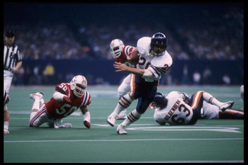 26 Jan 1986: Running back Matt Suhey #20 of the Chicago Bears breaks through the defense of the New England Patriots and scores the first touchdown by the Bears in Superbowl XX at the Louisiana Superdome in New Orleans, Louisiana. The Bears defeated the P