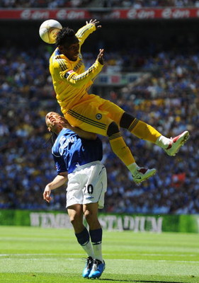 LONDON, ENGLAND - MAY 30:  Michael Essien of Chelsea outjumps Steven Pienaar of Everton during the FA Cup sponsored by E.ON Final match between Chelsea and Everton at Wembley Stadium on May 30, 2009 in London, England.  (Photo by Shaun Botterill/Getty Ima