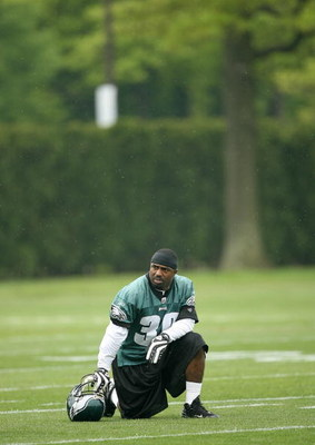 PHILADELPHIA - MAY 1: Running back Brian Westbrook #36 of the Philadelphia Eagles looks on during minicamp practice at the NovaCare Complex on May 1, 2009 in Philadelphia, Pennsylvania. (Photo by Hunter Martin/Getty Images)