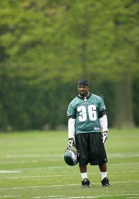 PHILADELPHIA - MAY 1: Running back Brian Westbrook #36 of the Philadelphia Eagles practices during minicamp at the NovaCare Complex on May 1, 2009 in Philadelphia, Pennsylvania. (Photo by Hunter Martin/Getty Images)