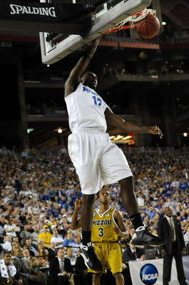 GLENDALE, AZ - MARCH 26:  Guard Tyreke Evans #12 of the Memphis Tigers dunks the ball against the Missouri Tigers in the Sweet 16 of the NCAA Division I Men's Basketball Tournament at the University of Phoenix Stadium on March 26, 2009 in Glendale, Arizon