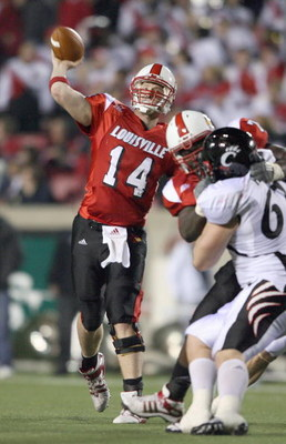 LOUISVILLE, KY - NOVEMBER 14:  Quarterback Hunter Cantwell #14 of the Louisville Cardinals passes the ball downfield during the Big East Conference game against the Cincinnati Bearcats on November 14, 2008 at  Papa John's Stadium in Louisville, Kentucky.
